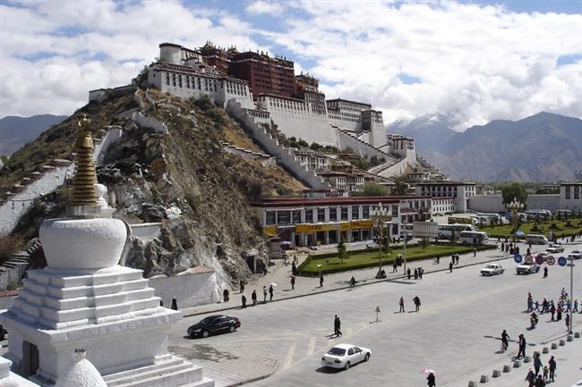 Tibet  Egzotik ülke Tibet'i görmek gibi bir niyetiniz varsa en uygun mevsimin Nisan olduğunu belirtmek isteriz. Sıcaklıkların en iyi düzeyde seyrettiği Nisan ayında Tibet'te Budizm kültürünün farklı mimarisini görebilirsiniz.