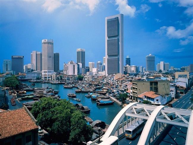 Singapur  Görebileceğiniz en eğlenceli küçük bir ülke olan Singapur, Nisan'da görülebilecek en güzel ülkelerden… Burada hem dinlenip hem eğlenebilirsiniz.