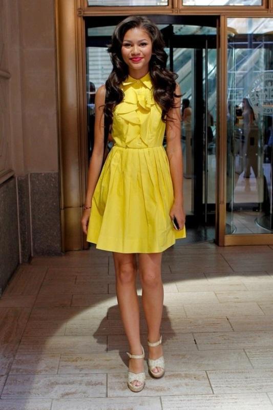Askılı sarı elbise