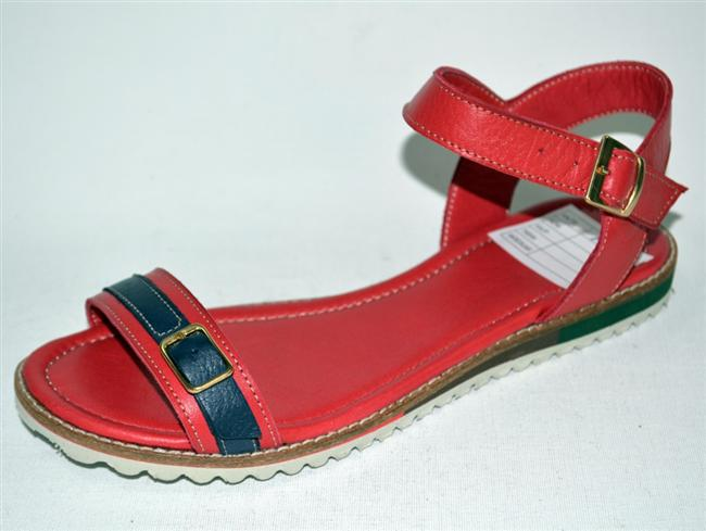 Kırmızı sandalet: 70 TL