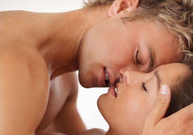 Boğa  Uzun süre hayal ederek içten öpüşebilirler.