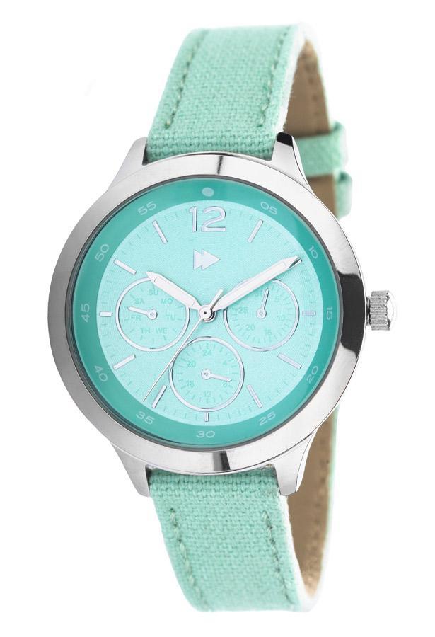 kolye ya da bileklik seçimini ağır buluyorsanız kombininizi spor bir hale getirmek için bu turkuaz rengi saati tercih edebilirsiniz