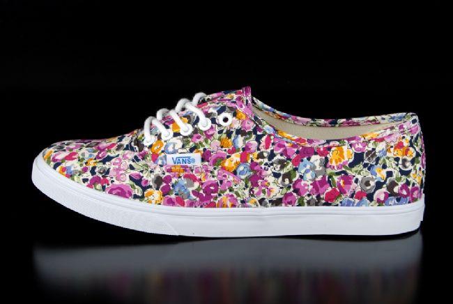 Sneakerlarda floral etki - 11