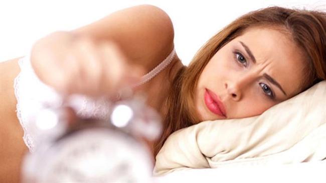 • 30'lu yaşlarda sabah yorgunluklarıyla yataktan kalkmak zordur, gülümsemek zordur, işe gitmek zordur, günü yaşamak zordur. Bütün bu zorlukların altında folik asit, demir, B12, D vitamini, çinko eksikliği olabilir. Fizyolojik depresyonun gizli ajanları olan bu vitamin ve mineral değerlerinizi önemseyin ve takip edin.