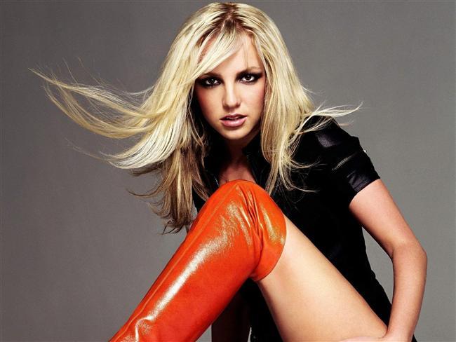 Britney daha sonra pop müzik dünyasının seçkinleri arasına katıldı. Kişisel sorunlarını bir kenara bırakırsak, kariyerinde çok başarılı oldu ve tatlı şarkılar yaparak geçirdiği otuz yıl içinde bir numaralı parçaya ve bir numaralı stüdyo albümüne sahip olan tek sanatçı olarak tarihe geçti.