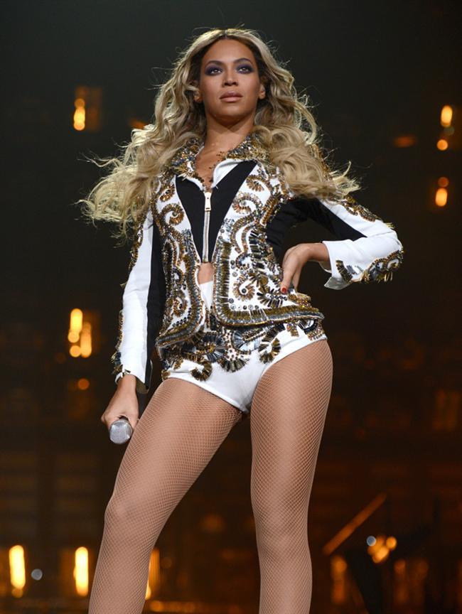 Beyoncé Knowles'in kaderinde her zaman bir yıldız olmak vardı. Ama Destiny's Child grubunun bu eski solisti, 2003 yılında solo çıkışını yapınca kariyerinde harika bir dönem başladı. O, 'Crazy in Love' adlı şarkısını seslendirirken dünya da onun için çıldırıyordu.