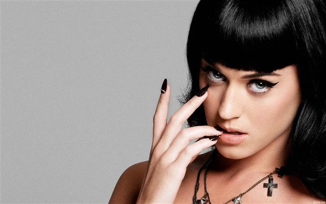 İlk 10 listesine giren şarkıları, küstah tarzdaki video klipleri ve ünlü isimlerle yaşadığı aşk ilişkilerinden sonra, Katy'nin hayalleri gerçek oldu.