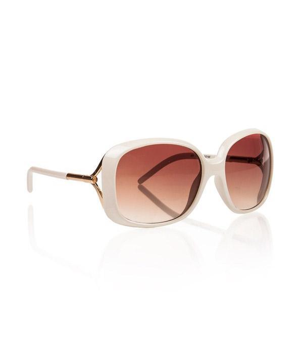 Pudra rengi güneş gözlüğü stilinize hava katacak