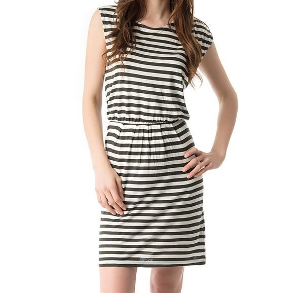 Asitmetrik kesim monokrom elbise