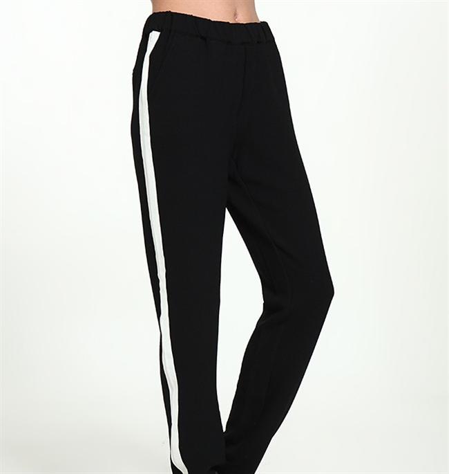 Beyaz şeritli siyah pantolon