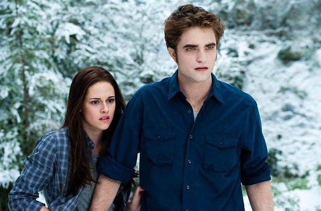 """Edward Cullen & Bella Swan – Twilight  Rob Pattinson & Kristen Stewart  """"Twilight"""" adlı filmde 2008 yılında birlikte oynadılar.  2009-2013 yılları arasında birlikteydiler."""