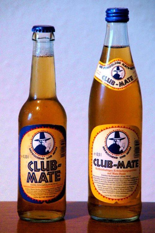 Club-Mate (Almanya)  Ajantin, Bolivya, Peru, Şili gibi ülkelerde çokça içilen mate çayının soğuk halinin Berlin'in en popüler içkisi hatta gece hayatı kültürünün önemli parçası olduğunu duyan Güney Amerikalılar şaşkın. Kafein gibi uyandırıcı etkisi olan bu 'soğuk çay' gece kulüplerinde şöyle tüketiliyor: Barmenden club-mate istiyorsunuz. Size verdiği şişeyi açıp tercihinize göre votka veya cine yer açacak kadar içiyorsunuz sonra barmen üzerini alkolle dolduruyor.