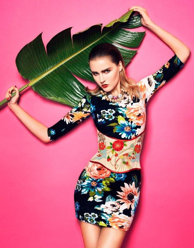 Tropikal tasarımlı elbise
