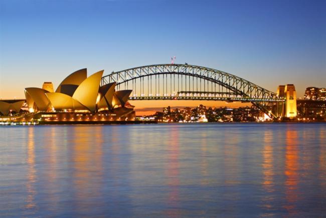 7. Sidney - Avustralya Sidney pahalı olsa bile neyseki bitmeyen yaz ayları ve dış mekan hayat tarzı ile meşhur ve katılabileceğiniz pek çok outdoor etkinlik sunuyor. Bunlardan en ilgi çekici olanı, limanın kuzey ve güney uçlarını buluşturan Sidney Liman Köprüsü'nde ücretsiz bir yürüyüş yapmak olabilir. Deneyin!