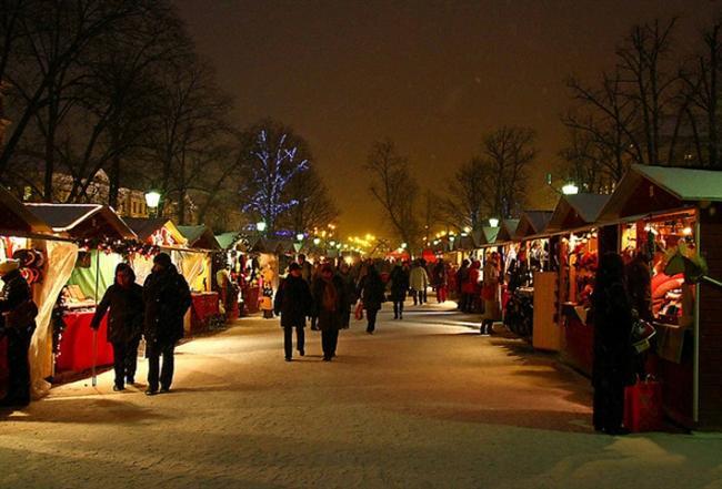 8. Helsinki - Fillandiya Kışın Helsinki'nin görkemli sokaklarında, tam üç tane şenlikli noel pazarı kurulur. Binaları, bulvarları, heykelleri ve arnavut kaldırımlı dar sokaklarının ışıl ışıl parladığı noel atmosferinde Pazar alanlarını gezmek bedava! Keyfini çıkarın.
