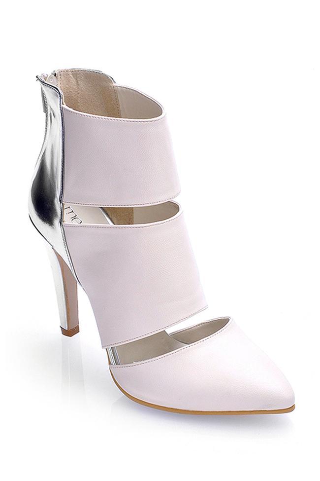 Şerit detaylı bej topuklu ayakkabı