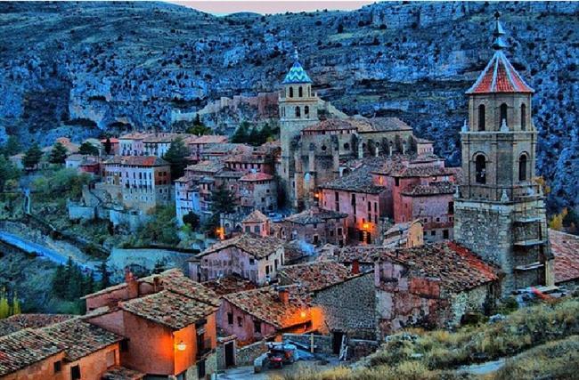Albarracin, İspanya  Bir ortaçağ köyü olan Albarracin, Levanten sanatını çok iyi bir şekilde gözler önüne sermektedir.