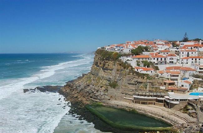Ericeira, Portekiz  Tarihi 1200'lü yıllara dayanan, 7000 sakini ve 40 plajı bulunan kasabada havlunuzu serebilecek bir yer ararken çok zorlanacağınızı söylemekte fayda var.