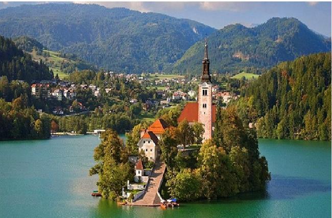 Bled, Slovenya  Bled 1004 yılında kurulmuş ve Roma İmparatoru tarafından Brixen piskoposuna hediye edilmiştir. 5000 nüfuslu kasabada bir çok harika spa merkezi bulunmaktadır.