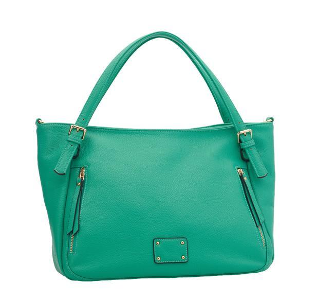 59.99 TL  Dünya ayakkabı trendlerini tüketicileriyle buluşturan FLO, her tarza hitap eden modellerden oluşan çanta koleksiyonuyla da dikkat çekiyor. Mavi, pembe, turuncu gibi yaza enerji katan tüm renkler FLO'nun çanta koleksiyonunda sizi bekliyor.  Çantalar her kadının olmazsa olmazları arasında yer alırken; mevsim yaz olduğunda çantalar da renklenmeye başlıyor. FLO'nun farklı boyutlardaki çantaları dikkat çekici toka, fermuar, zımba gibi detaylarla hareketlenerek modayı yansıtıyor.  Geniş formlarıyla rahat kullanım avantajı sunan shopper çantalar; yeşil, mavi, pembe, kırmızı gibi renk tonlarıyla FLO'da yaza renk katmak isteyen kadınların beğenisine sunuluyor. Çapraz askılarıyla cool bir görünüm sunan postacı çantaları farklı renk alternatifleriyle her kombine eşlik edebilecek nitelikte! Sezonun modası olan iki renkli çantalar ise pembe-siyah, sarı-krem gibi renk birliktelikleriyle farkını konuşturuyor.
