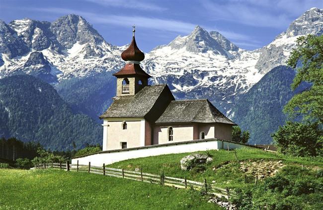 Arnavutluk Alplerinde Yürüyüş Yapın  Arnavutlar kesinlikle doğa yürüyüşlerine bayılırlar. Arkadaşlarınız veya yerel doğa yürüyüşçüleri ile katılacağınız doğa yürüyüşü turlarına mutlaka katılın. Ülkenin kuzeyini çevreleyen ve Arnavutluk Alpleri olarak adlandırılan bölge doğa severleri kendisine çekmekte.