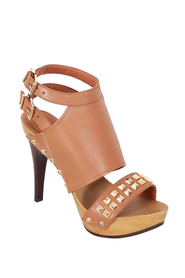 Zımba detaylı kahverengi topuklu ayakkabı