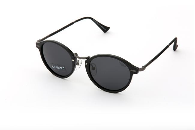 Siyah polarize güneş gözlüğü