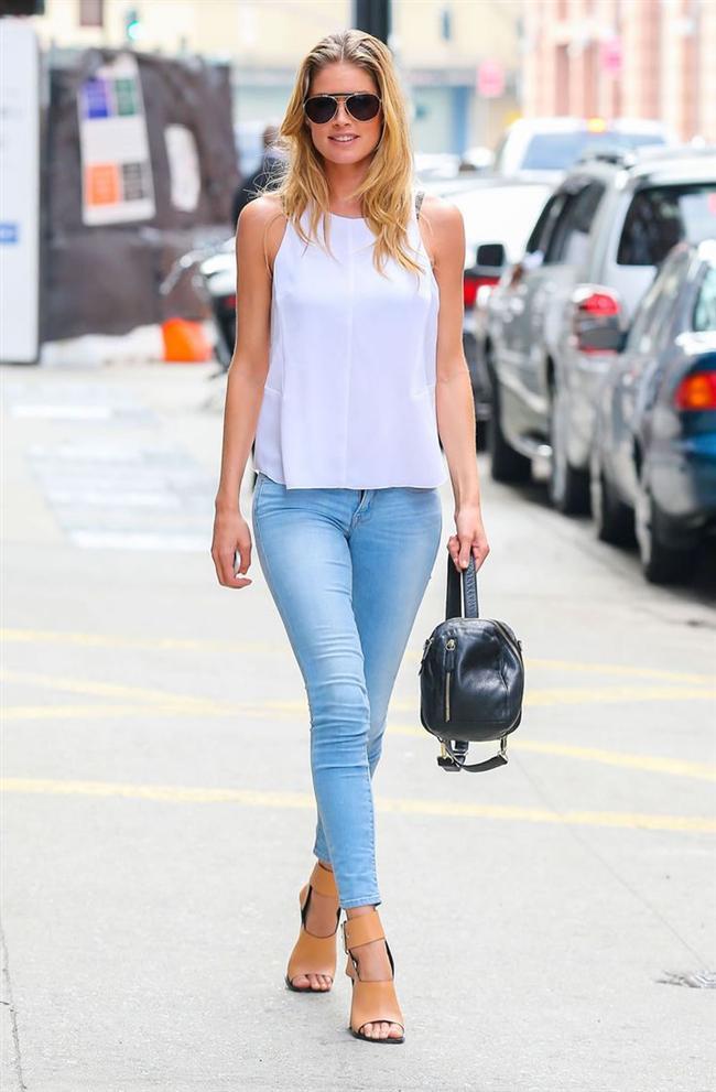 """Bu hafta""""Kim Ne Giydi?"""" bölümünde Hollandalı süper model Doutzen Kroes'u ele aldık. Forbes'in yaptığı 'Dünyanın en çok kazanan 15 süper modeli' listesinde yer alan ünlü model, sokakta da podyumdaki kadar güveniyor kendine. Sade ve şık bir günlük stili olan 29 yaşındaki süper model New York sokaklarında görüntülendi. Beyaz kolsuz bluzu, skinny jeani ve kahverengi topuklu ayakkabılarını, Alexander Wang marka çantasıyla kombinleyen ünlü güzelin stilini beğendik. Dilerseniz Doutzen Kroes'un üzerindeki kıyafet ve aksesuarları satın alarak siz de aynı stili yakalayabilirsiniz. Sizin için seçtiğimiz parçalara bir göz atın..."""