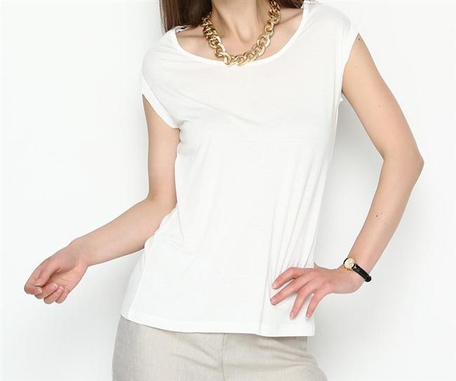 Yukarlak yaka beyaz tişört
