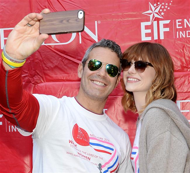 Emma Stone ve Andy Cohen