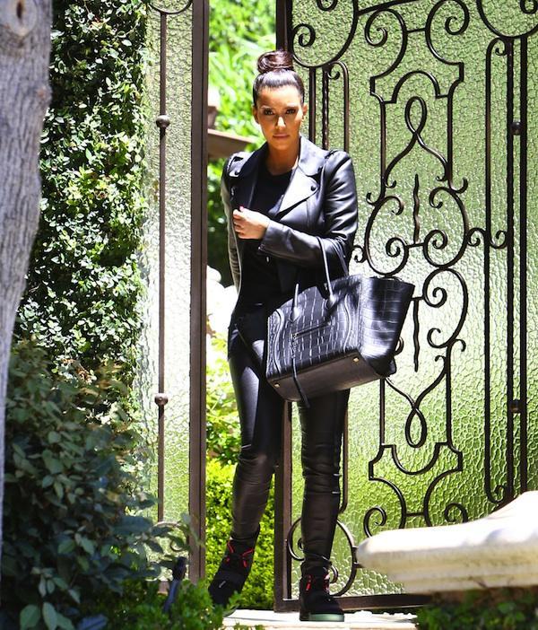 Kim Kardashian  Hollywood'da çantayla görüntülenmemiş ünlü neredeyse kalmadı! Derisi, süeti, büyük, orta, küçük boyu her türlü modeli bulunan bu muhteşem çantayı kullanan ünlüler...