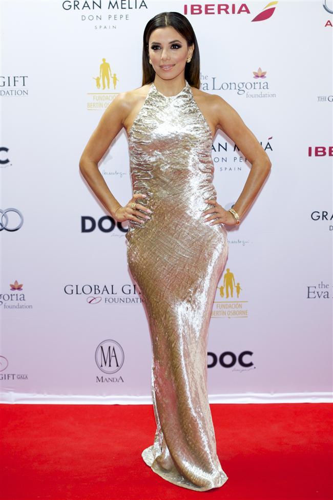 İspanya'da düzenlenen Global Gift Galası'nda ünlüler kıyafetleriyle göz kamaştırdı. Payetli modellerinin ağırlıkta olduğu galaya Eva Longoria Reem Acra elbisesiyle katıldı...