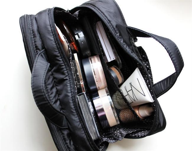Seyahat Boyu Ürünler  Kozmetik mağazalardan satın alabileceğiniz 'seyahat boyu' ürünleriniz bitince paketlerini atmayıp tekrar  doldurarak normal bavulunuzda yerden tasarruf edebilirsiniz.