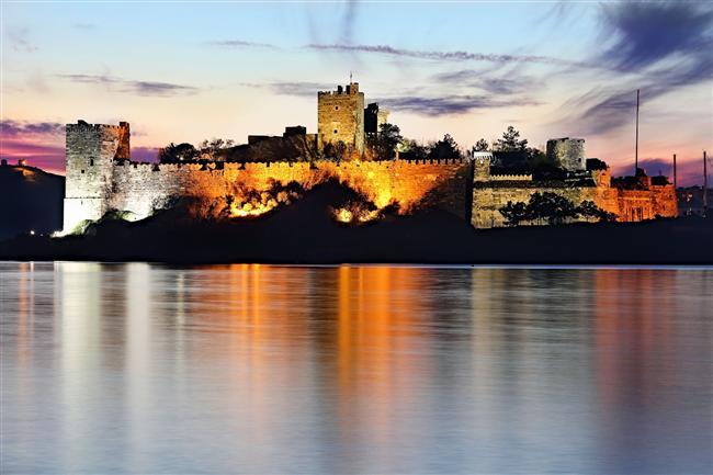 Bodrum Kalesi ve liman seyre doyulmayan güzellikler arasındadır.