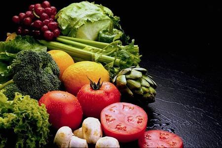 Alternatif olarak üretilen vitamin desteklerini alsak bile, bu besin destekleri günlük olarak tükettiğimiz meyve ve sebzenin yerini tutamıyor.