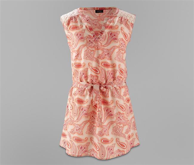 Omuz kısmı hafif büzgülü, dantelli tunik elbise