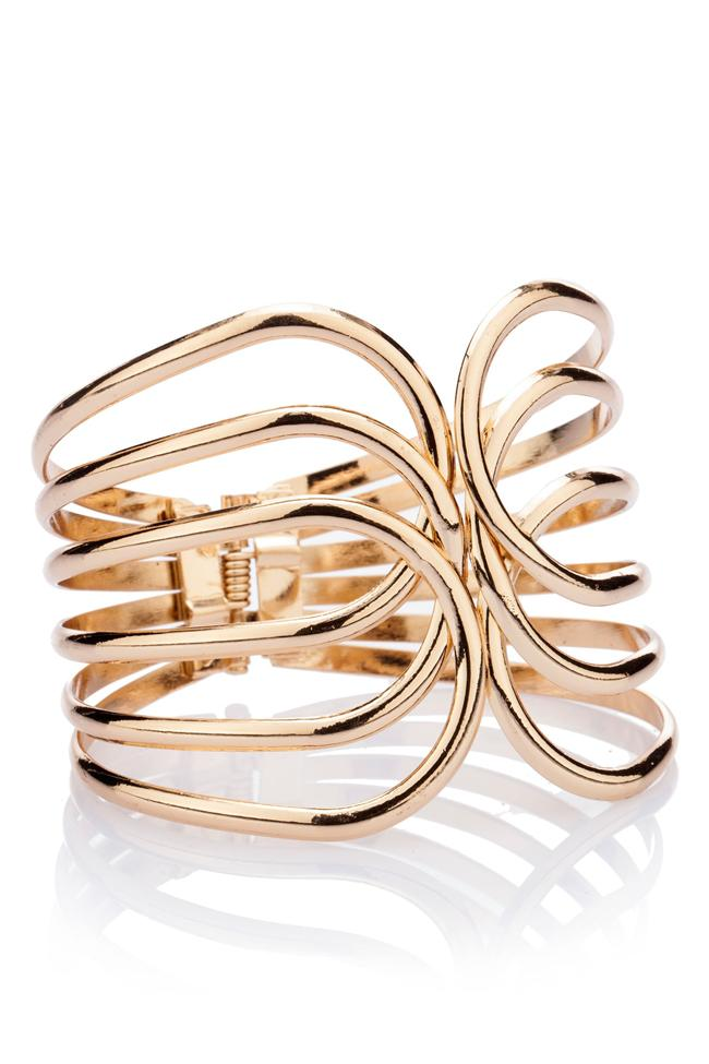Altın renkli metal bileklik