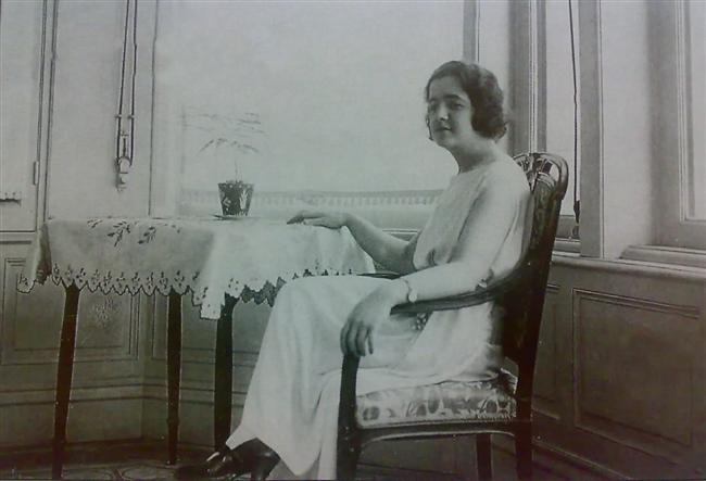 Latife Hanım  Türkiye Cumhuriyeti'nin kurucusu ve ilk cumhurbaşkanı olan Mustafa Kemal Atatürk'in eşi Latife Hanım, ilk first lady unvanının sahibi…