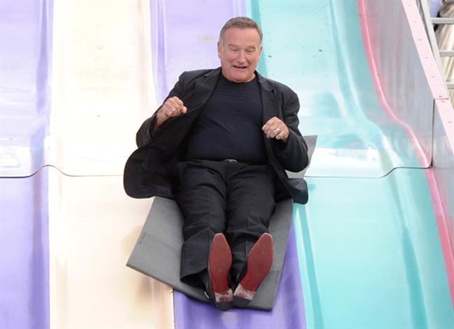 Ünlü aktör Robin Williams'ın tüm dünyayı üzen ölümü Twitter'da en çok konuşulan konuların başında geliyor.  İşte ünlü isimlerin Williams'ın ölümünün ardından attığı tweet'ler...