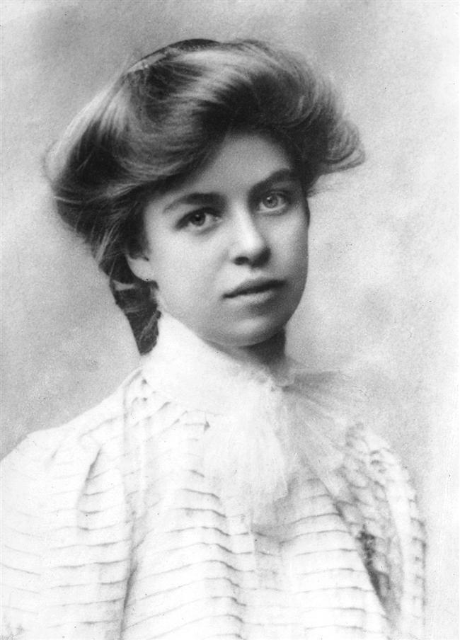 Eleanor Roosevelt  Şimdiye kadar Beyaz Saray'da kalan en uzun First Lady konumundaki kişidir. Dünyanın First Lady'si diye adlandırılan Eleanor Roosevelt, birçok insan haklarına yönelik faaliyetler ile başarılar elde etmiştir. Kendisi hem kadın hakları için hem de Afrika ve Asya asıllı Amerikalıların hakları için mücadele eden biriydi.
