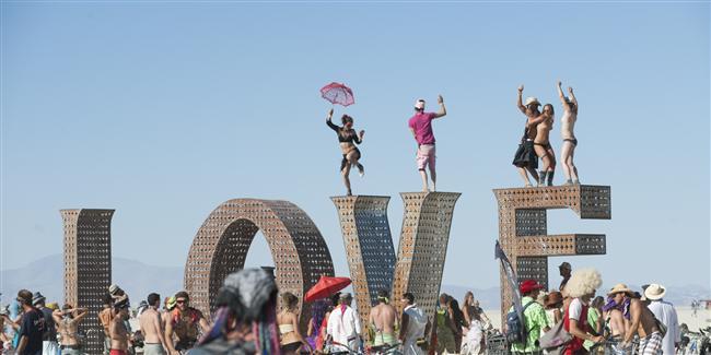 Burning Man, Nevada  Ağustos ayının son haftasında başlayan bu etkinlikte Nevada çölünde buluşan binlerce insan, toplumsal kalıpların dışına çıkmak için bir araya geliyor.