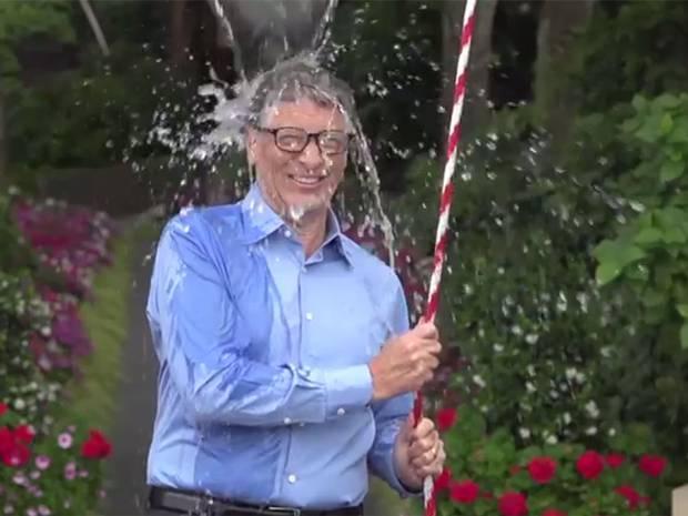 Bill Gates ise karşılığında video çekip Elon Musk, Ryan Seacrest ve Chris Anderson adlı arkadaşlarına meydan okudu.  Bill Gates