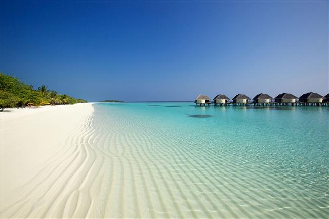 Maldivler  İşte cennetin yer yüzündeki yansıması! 26 mercan atölünden meydana gelen Maldivler, en gözde tatil merkezlerinin başında geliyor. Bembeyaz kumların turkuaz rengi Hint Okyanusuyla buluştuğu Maldivler dünyanın en temiz yüzülebilir alanı olarak biliniyor.