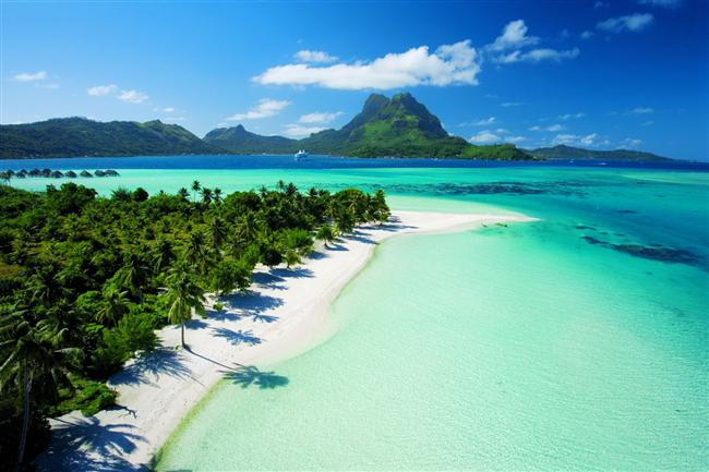 Bora Bora  Büyük Okyanus'taki Fransız Polinezyası'nın parçası olan Bora Bora adaları, egzotik tatil deyince akla gelen ilk yerlerden biri. Bembeyaz kumsalı ve sahil boyunca uzanan Hindistan cevizi ağaçlarıyla adeta cennetten bir köşe...