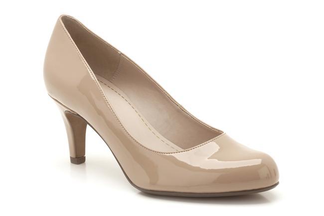 Sportiften şıka, ayakkabıdan bota öne çıkan ve klasikleşen modellerine modern bir esinti getiren Clarks, dönemin ikonikleşen tasarımlarından esinleniyor.   229 TL
