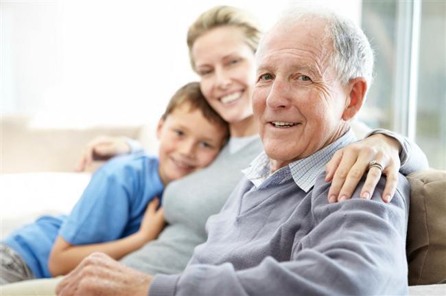 Ailenize sizin için ne kadar önemli olduklarını söyleyip, göstermek  Eğer yeterince şanslıysanız, aileniz dünyadaki en önemli insanlardır sizin için. Bunu onlara sık sık hatırlatın, bu da size ne kadar şükretmeniz gerektiğini hatırlatacak.