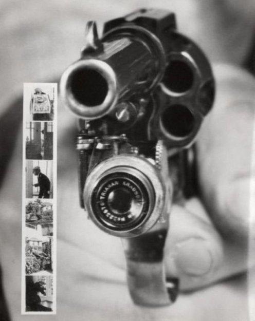 """Revolver Kamera (ABD 1938)  Silah ateşlendiğinde fotoğraf çeken makineymiş! Keşke hiç icat edilmeseydi dedirtmektedir. Ne işe yaramıştır, kimin aklına gelmiştir, neden yapılmıştır belli olmayan icat tarihin çöplüğündeki yerini almıştır. """"Silah Kullanmayın, Evinizde Bulundurmayın, Çocukların Oyuncak Dahi Olsa Silahlarla Tanışmasına İmkan Tanımayın."""" Bireysel değil Evrensel Silahsızlanma; Hemen, Şimdi!"""