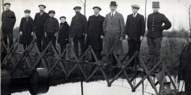 Katlanabilir Portatif Köprü (Hollanda 1926)  Dahiyane bir fikir olsa da aynı sürede gerçek bir köprünün inşa edilebilmesi nedeniyle portatif köprü asla gerçekleşemedi.