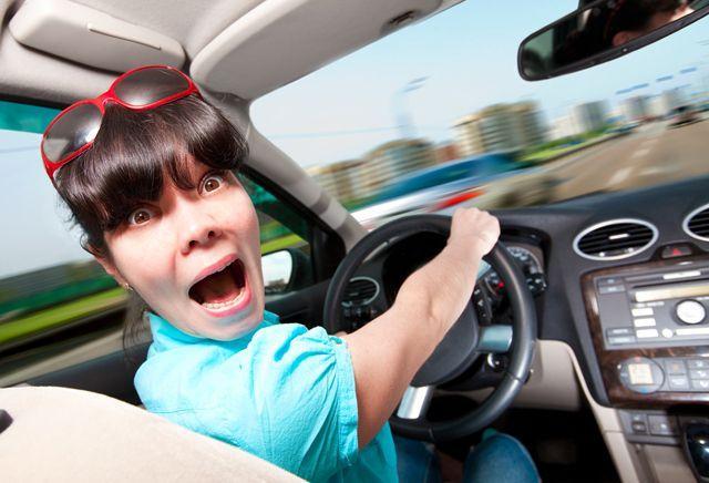 Kontrolden çıkmış bir arabayı sürmek  Kişinin hayatını herhangi bir alanında yeteri kadar kontrol ve söz sahibi olamadığının göstergesi olarak yorumlanıyor. Ayrıca bazı kötü alışkanlıkların devam etmesinden kaynaklı sorunlara da işaret ediyor.