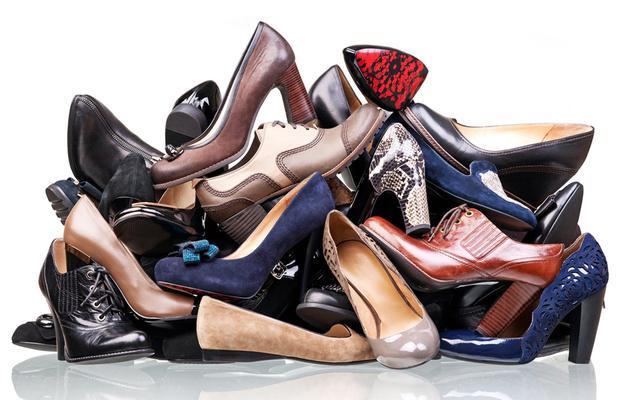 Ayakkabı kutularınızı tek tek açmadan aradığınızı bulabilecek bir düzen oluşturun.